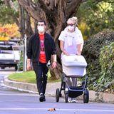Sophie Turner und Joe Jonas fahren Töchterchen Willa in einem schwarzen Kinderwagen von Uppababy durch Los Angeles.
