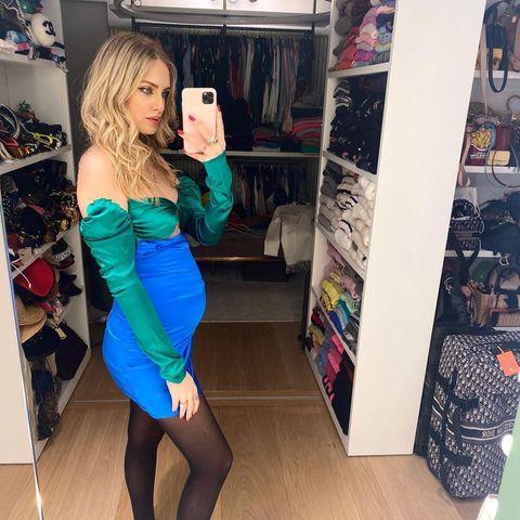 Noch ist die kleine Tochter von Mega-Influencerin Chiara Ferragni in Mamas Bauch. Schon bald kann sich die Kleine über den imposanten – wenn auch chaotischen –Kleiderschrank ihrer stylischen Mutter freuen.