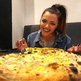 """Vegane Pizza  Nicht nur Anne Mendes Rolle in der Serie """"Gute Zeiten, schlechte Zeiten"""" lebt komplett frei von Tierprodukten. Die Schauspielerin engagiert sich seit Jahren für Artenschutz und achtet bei ihrem naturbezogenenLebensstil nicht nur auf die Ernährung. """"Ich habe vor einiger Zeit für mich beschlossen, vegan zu leben, und habe das nicht nur auf die Ernährung, sondern auch auf Kosmetik und Bekleidung ausgearbeitet"""", so Menden."""