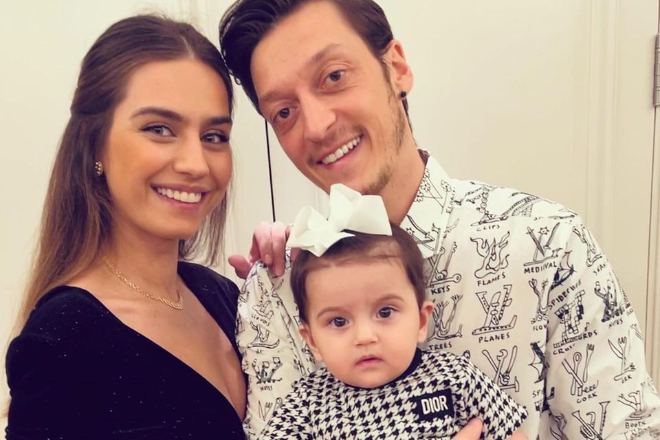 Amine und Mesut Özil mit Tochter Eda