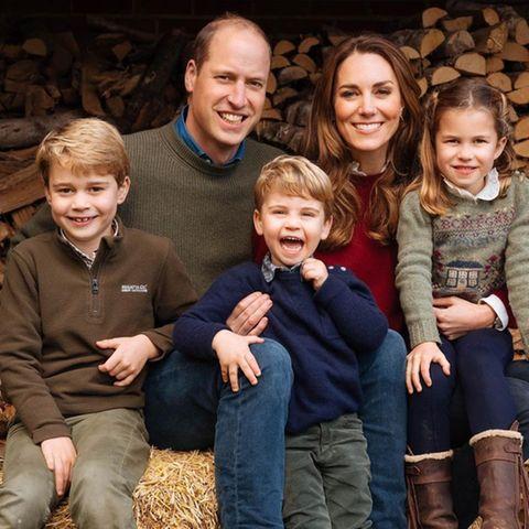 Prinz George, Prinz William, Prinz Louis, Herzogin Catherine und Prinzessin Charlotte auf ihrem Anwesen in Norfolk
