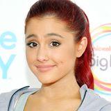 Wen haben wir denn da? 2011 hätte man Sängerin Ariana Grande beinahe nicht erkannt. Unschuldiges Lächeln, rote Haare und Kapuzensweatshirt. Es gibt allerdings noch mehr Dinge, die an ihr heute ganz anders sind.