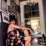 Helena Christensen beweist in ihrem New Yorker Apartment, dass unperfekt oft am schönsten ist. Ihre wild angeordneten Bilder verleihender weißen Wand mehr Leben, viele verschiedene Rahmen sorgen für einen entspannten Vintage-Charakter.