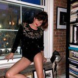 Bilder, Bücher und der für New York so typischerote Backstein: Im stylischen Wohnzimmer von Model Helena Christensen lässt sich sogar ein spontanes Fotoshooting umsetzen.