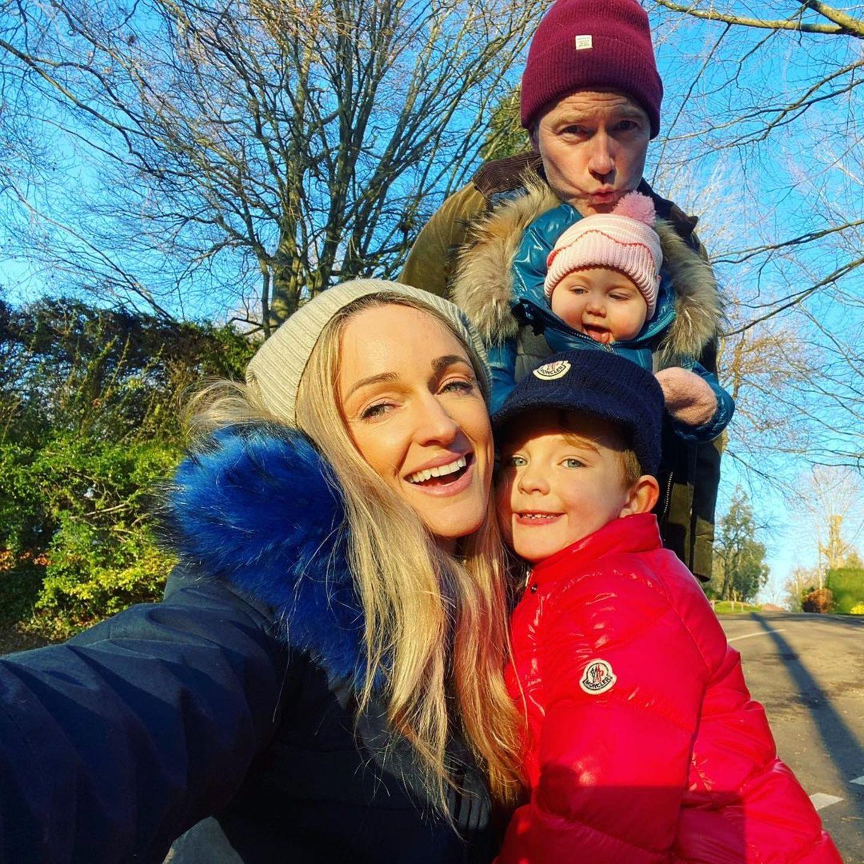 9. Januar 2021  Storm und Ronan Keating tanken mir ihren Kids Cooper (vorne) und Coco ein wenig Sonne an der frischen Luft.