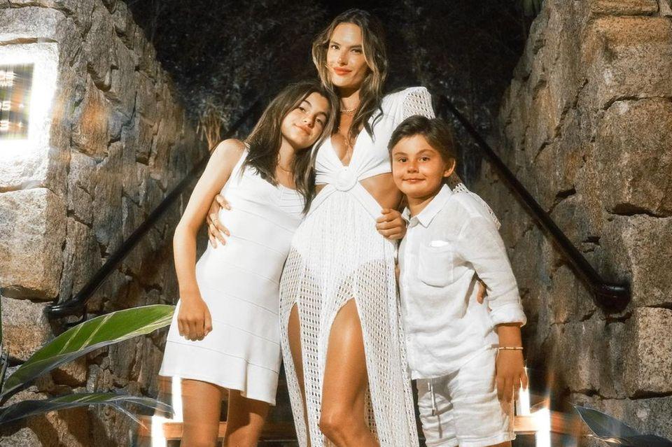 Alessandra Ambrosia mit ihren Kindern Anja und Noah