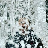 """""""Zieh mal ... ob's stürmt oder schneit, ob die Sonne lacht ... die Frage ist: was man draus macht!!"""", schreibt der Moderator zu seiner freiwilligen Schneedusche."""