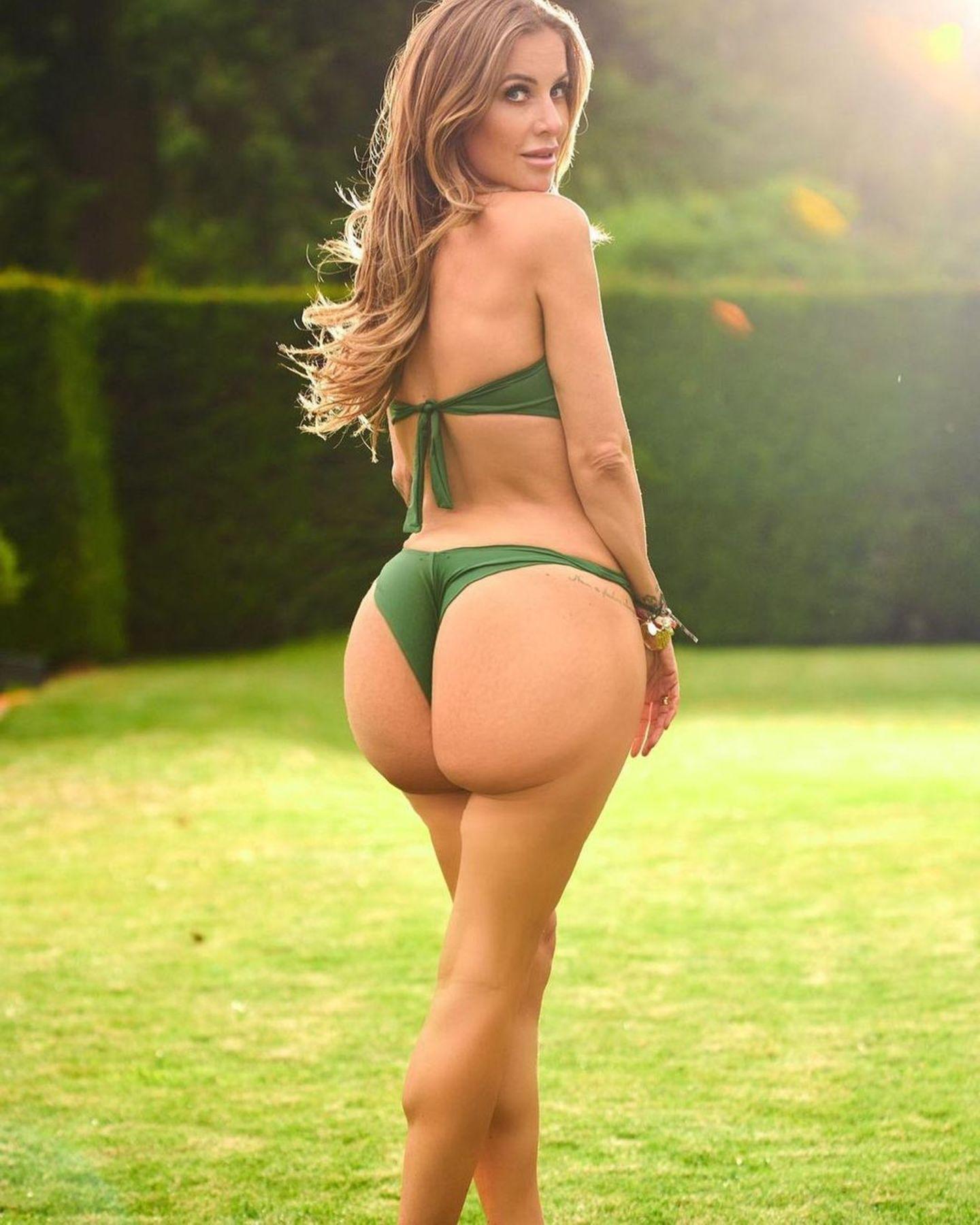 Huch, was ist denn da los? Charlotte Würdig präsentiert nur im Bikini ihre sehr runde Kehrseite. Photoshop-Fail? Eher Photoshop-Kunst: Zu dem bearbeiteten Foto schreibt die Moderatorin, dass sie sich von den Kardashians hat inspirieren lassen. Und ihre Fans und Follower feiern sie!
