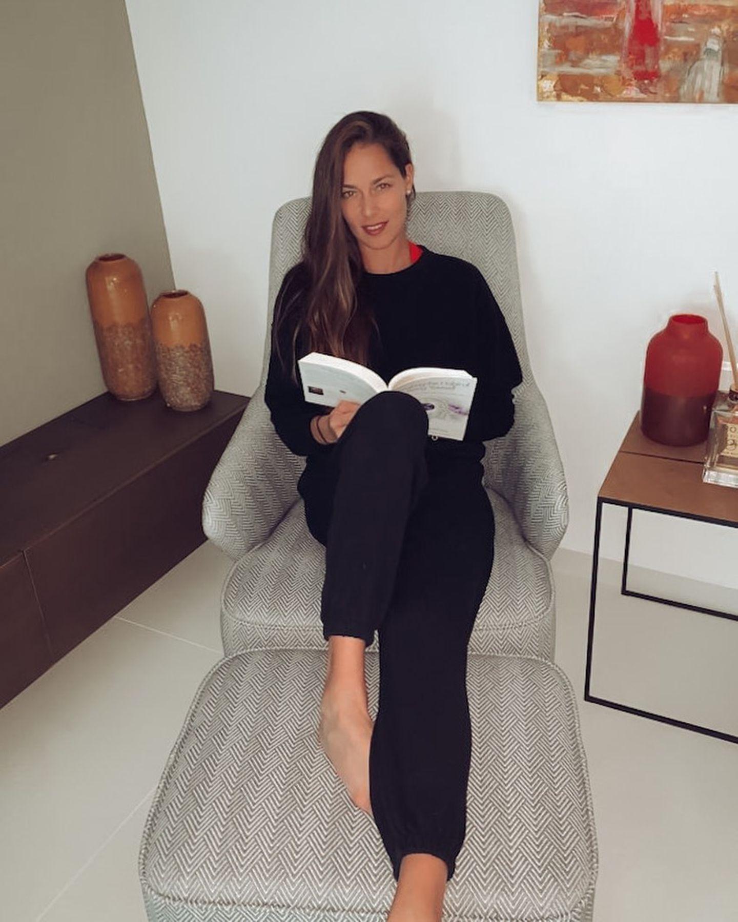 """Nach ihrem Lieblingsbuch gefragt, empfiehlt Ana Ivanovic """"Eine neues Ich"""" (Originaltitel: """"Breaking the Habit of Being Yourself"""") von Neurowissenschaftler Dr. Joe Dispenza."""