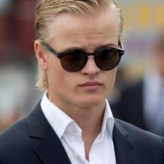 Während der Jubiläumstour des norwegischen Königspaars im Sommer 2016 legt Marius mit Sonnenbrille und zurückgegelten Haaren einen besonders coolen Auftritt hin.