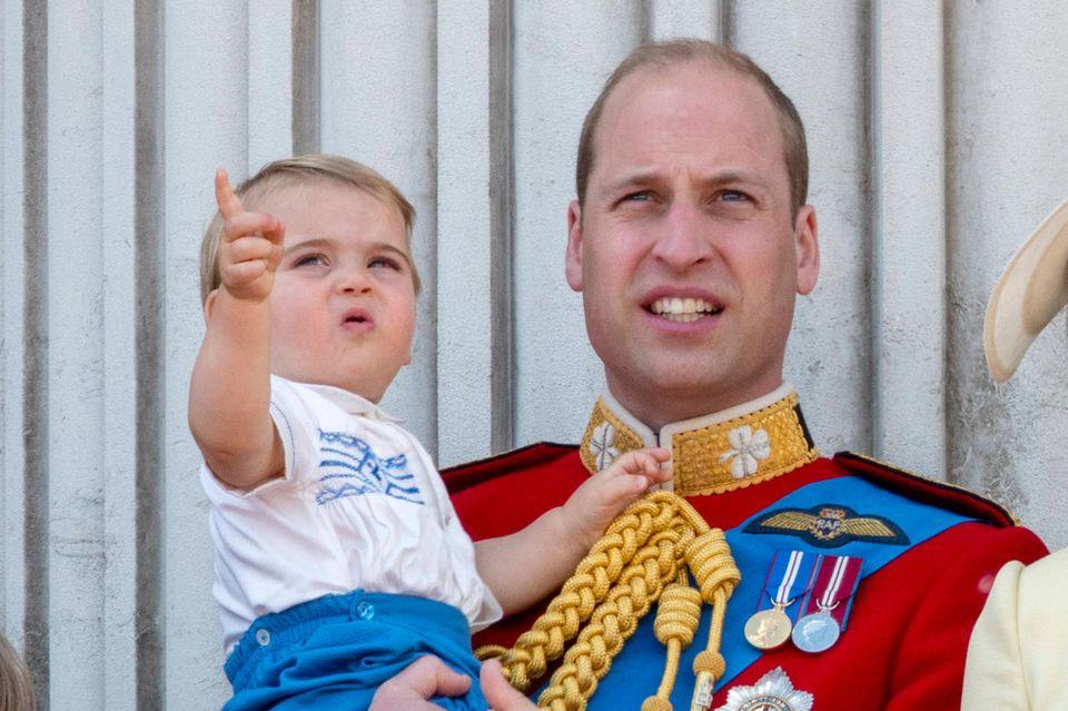 Prinz George, Prinz Louis, Prinz William, Prinzessin Charlotte und Herzogin Catherine
