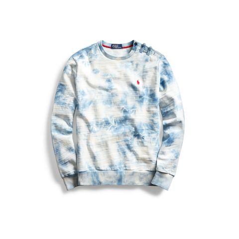 Polo by Ralph Lauren stellt am 15. Januar 2021 eine besondere Zusammenarbeit mit CLOT Inc. vor, einem Streetwear-Label, die von Edison Chen und Kevin Poon gegründet wurde. Die Kollektionsteile, wie dieser blau-weiße Batik-Pullover schlägt eine Brücke zwischen östlichen und westlichen Kulturen. Im Online-Shop ab dem 27. Januar erhältlich.