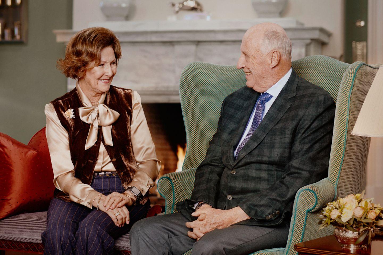 Königin Sonja und König Harald grüßen zum 30. Thronjubiläum.