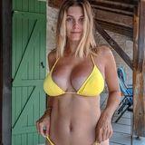 Ashley James begeistert ihre Follower regelmäßig mit tollen Bikinifotos und schreibt sich auf die Fahne, diese nicht zu bearbeiten. Das Model hat Anfang Januar sein erstes Kind bekommen und bleibt sich auch nach der Geburt seines Sohnes treu...