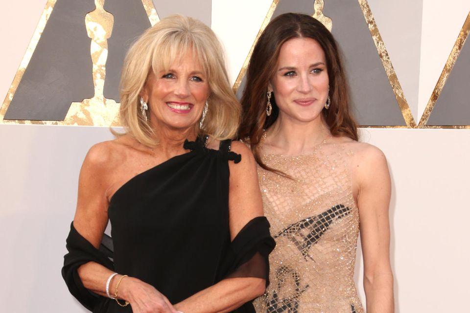 Jill Biden, Joe Bidens Ehefrau, und Tochter Ashley besuchen im Februar 2016 die Oscar-Verleihung.
