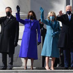 """Gegen 10.30 Uhr Ortszeit treffen die neuen """"Fantastischen Vier"""" – Doug Emhoff, Kamala Harris und die Bidens – am Kapitol in Washington ein. Glücklich senden sieeinen Willkommensgruß in die Welt."""