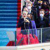 Bevor Joe Biden seinen Amtseid schwört, singt Pop-Star Lady Gaga die Nationalhymne der USA. Ein bewegender Moment, der Gänsehaut verursacht.
