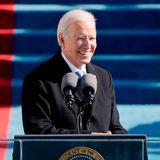 """Joe Biden hält seine erste Rede als mächtigster Mann der Welt. """"Ich werde ein Präsident für alle Amerikaner sein"""", verspricht er. Es werde nun eine Zeit der Hoffnung, des Heilens und des einander Zuhörens kommen – über Parteigrenzen hinweg."""