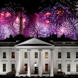 Wow! Schöner und imposanter könnte das Weiße Haus seine neuen Bewohner nicht willkommen heißen. Kein Wunder, dass Joe und Jill Biden beim Anblick des erleuchteten Himmels ins Staunen kommen.