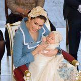 21. Januar 2006  Der kleine Dänen-Prinz ChristianValdemar Henri John fühlt sich während seiner Taufe in der Kapellevon Schloss Christiansborg einen Moment lang gar nicht wohl. Seine Mutter Prinzessin Mary schafft es aber schnell, ihren Erstgeborenen wieder zu beruhigen.