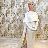 Katy Perry sorgt später am Abend mit ihrer Performance für Gänsehaut: In einem eleganten Ensemble mit Cape und Schleppe von Thom Browne wird sie dem besonderen Anlass auf jeden Fall gerecht.