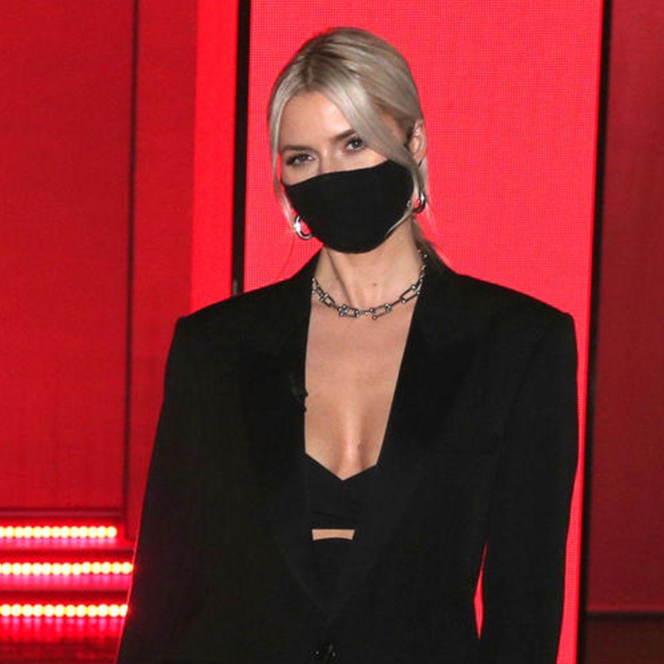 Auch About You mischte bei dieser etwas anderen Fashion Week mit und setzte auf wenige, dafür aber hochkarätige Gäste. Heidi Klum kam in einem maßgeschneiderten Traum in Weiß und posierte nur all zu gerne neben unserem deutschen Supermodel Lena Gercke, die sich für einen sexy Look in Schwarz entschied.