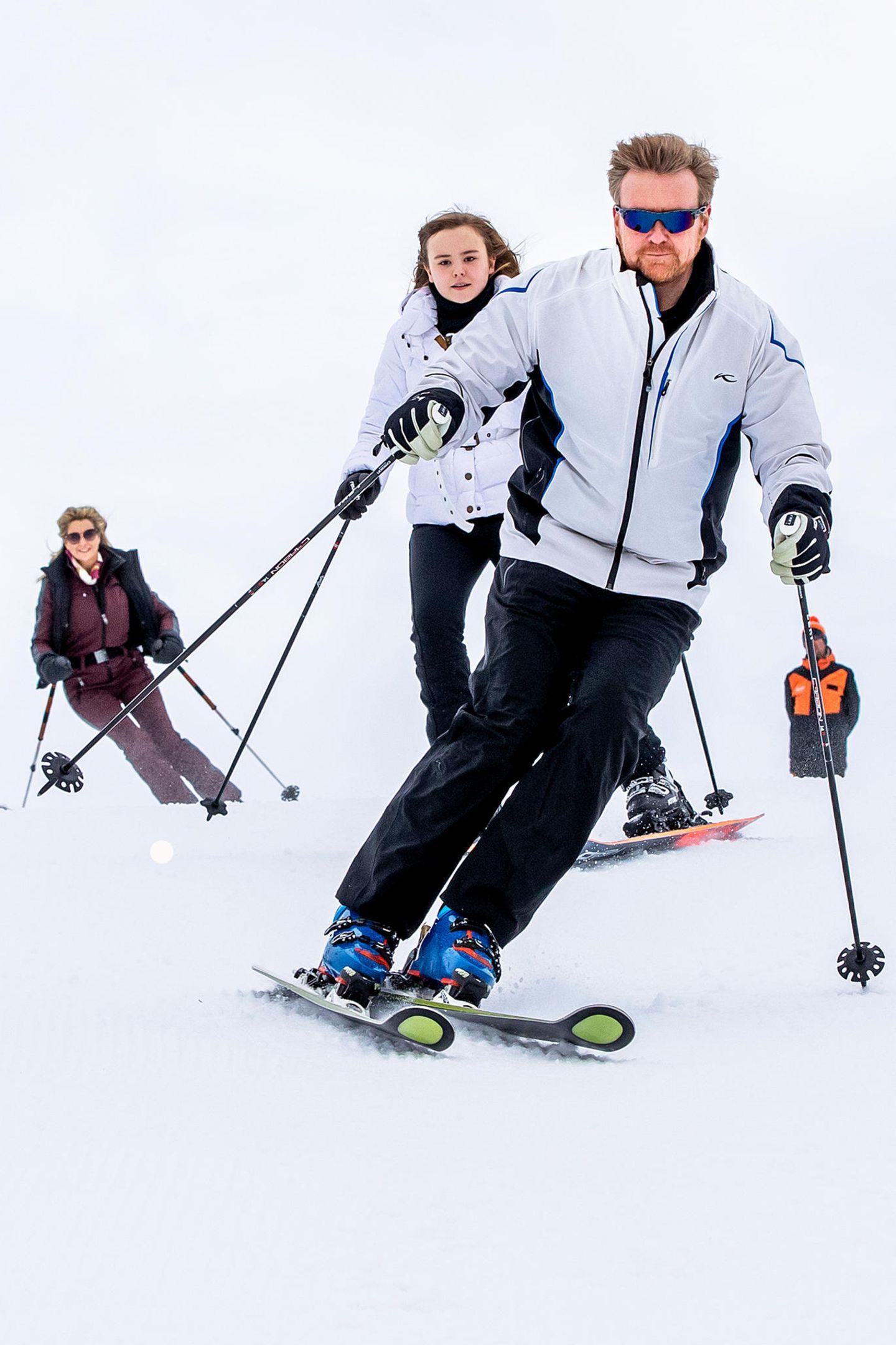 25. Februar 2020  Ganz rasant geht es für König Willem-Alexander, Prinzessin Amalia und Königin Máxima die verschneite Piste im österreichischen Lech herunter.