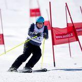 28. März 2015  Auch wenn es in Monaco doch eher selten schneit, macht sich Fürst Albert auf Skiern ganz hervorragend. Hier zeigt er bei einem Charity-Rennen im italienischen Sextensein Können im Slalom.