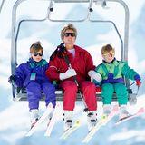 20. April 1991  Fröhliche Zeiten waren das, als Prinzessin Diana (†) und ihre kleinen Prinzen William und Harry mitdem Sessellift auf die Pisten des Skigebiets von Lech gebracht wurden.