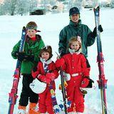 4. Januar 1994  Königlicher Winterspaß:William, Harry, Eugenie und Beatrice hatten in Klosters in der Schweiz einen schönen gemeinsamen Skilurlaub.