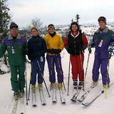 3. Januar 1997  Als Prinzessin Victoria, Prinzessin Madeleine und Prinz Carl Philip noch Teenies waren, wurde der Winterurlaub natürlich gemeinsam verbracht. Hier ist die schwedische Königsfamilie in Storlien bereit für die Abfahrt.