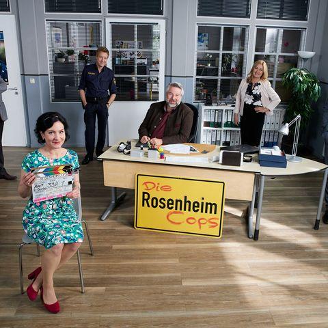"Marisa Burger (vorne) alias Miriam Stockl bleibt den ""Rosenheim Cops"" weiterhin treu."