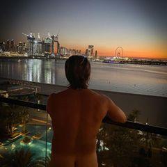 Schöner An... ähh Ausblick! Der schien auch Ex-Bachelor Paul Janke zu gefallen. Auf Instagram postet er diesen Schnappschuss von einem vergangenen Urlaub und schwelgt in Erinnerungen. Wir können allerdings nur auf ein Detail schauen. Und nein, das ist nicht das Riesenrad im Hintergrund ...