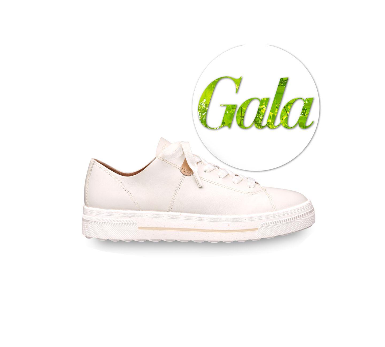 Ein Schuh, den wir länger als eine Saison tragen werden. Denn der hübsche Sneaker besticht nicht nur durch seine schlichte Optik, sondern auch mit seinen inneren Werten: In der Produktion kommenbesonders vielenachhaltigeMaterialien zum Einsatz: Darunter recyceltes PET, gold-zertifiziertes Leder, wasserbasierter Klebstoff und das innovative Obermaterial AppleSkinTM, das aus Abfällen der industriellen Apfel-Verarbeitung hergestellt wird. VonTamaris, kostet ca. 100 Euro