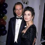 """Demi Moore, hier mit ihrem zweiten Ehemann Bruce Willis im Jahr 1989, ist unter anderem durch Rollen in """"Ghost"""" und """"Striptease"""" zu einem absoluten Hollywood-Liebling geworden und steht seit über 30 Jahren im Rampenlicht. Dunkle Haare, grüneAugen und Porzellan-Teint - Demi gilt als Schönheit!"""
