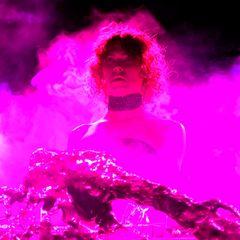 """30. Januar 2021  Die schottische Avantgarde-Musikerin und Produzentin Sophie Xeon ist nach einem plötzlichen Unfall in ihrem Haus in Athen im Alter von nur 34 Jahren gestorben. Sie galt als """"eine Pionierin eines neuen Klangs"""". Zahlreiche Stars und Kollegen bekundeten ihre Trauer."""