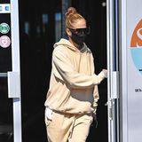 28. Januar 2021  Nach ihrer Trainingseinheit im Fitnessstudio in Miami macht sich Jennifer Lopez im gemütlichen Jogging-Look wieder auf den Weg nach Hause.