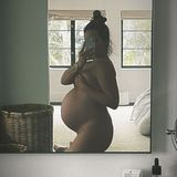 Wow! Lange kann es nun wirklich nicht mehr dauern, bis das erste Baby von Ashley Tisdale auf die Welt kommt. Mit nackter XXL-Babykugel posiert die Schauspielerin – und hält den Moment für ihre Instagram-Follower fest. Dazu schreibt sie eine wunderschöne Liebeserklärung an ihren eigenen Körper, der ihr das Wunder eines Kindes schenkt.