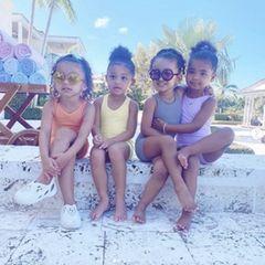 Keeping Up With The Kardashians - The Next Generation? Ja, so könnte ehrlicherweise die neue Realityshow aus dem Hause Kardashian/Jenner heißen. Genügend Sprösslinge haben sich im Laufe der Jahre auf jeden Fall zusammengetan. Anlässlich des dritten Geburtstags von Kylies Tochter Storm teilt Kim Kardashian dieses zuckersüße Foto von Stormi und ihren Cousins. Also langweilig wird es bei dieser Truppe sicherlich nie.
