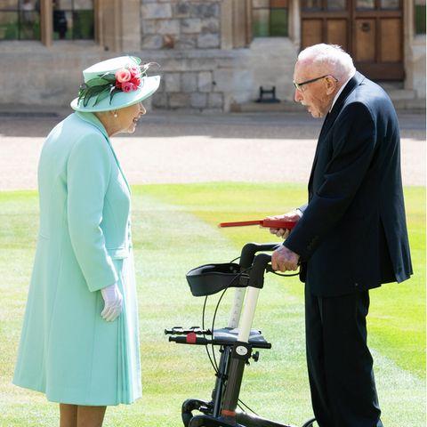 Queen Elizabeth und Captain Tom Moore