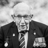 """2. Februar 2021: Captain Sir Tom Moore (100 Jahre)  Durch seinen Rekord-Spendenlauf für den britischen Gesundheitsdienst wurde er zum Nationalhelden. Nun ist der Kriegsveteran Captain Sir Tom Moore an den Folgen einer Coronavirus-Erkrankung gestorben. Das teilen seine Töchter Hannah und Lucy am 2. Februar in einer Erklärung mit: """"Mit großer Trauer verkünden wir den Tod unseres geliebten Vaters. […] Wir sind so dankbar, dass wir in den letzten Stunden seines Lebens bei ihm waren."""""""