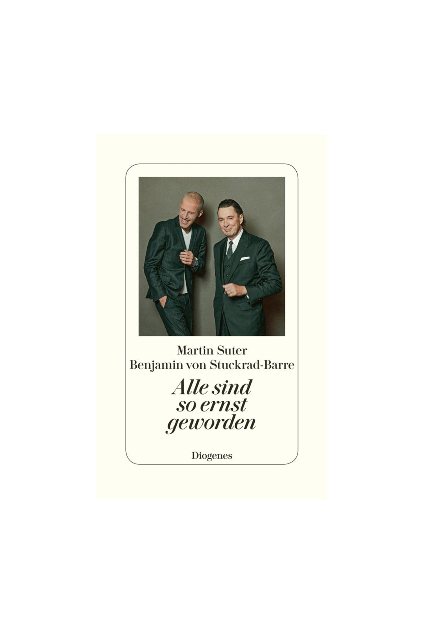 """Stucki is back!Zwei grandiose Schriftsteller, die sämtliche Themen von Badehosen, LSD, Madonna, Verliebtheit und Kochen bis hin zu Rechnungen und Arbeit locker-flockig diskutieren. Perfekt, um einfach mal abzuschalten! """"Alle sind so ernst geworden"""" von Benjamin von Stuckrad-Barre und Martin Suter, ca. 22 Euro (erschienen bei Diogenes)"""
