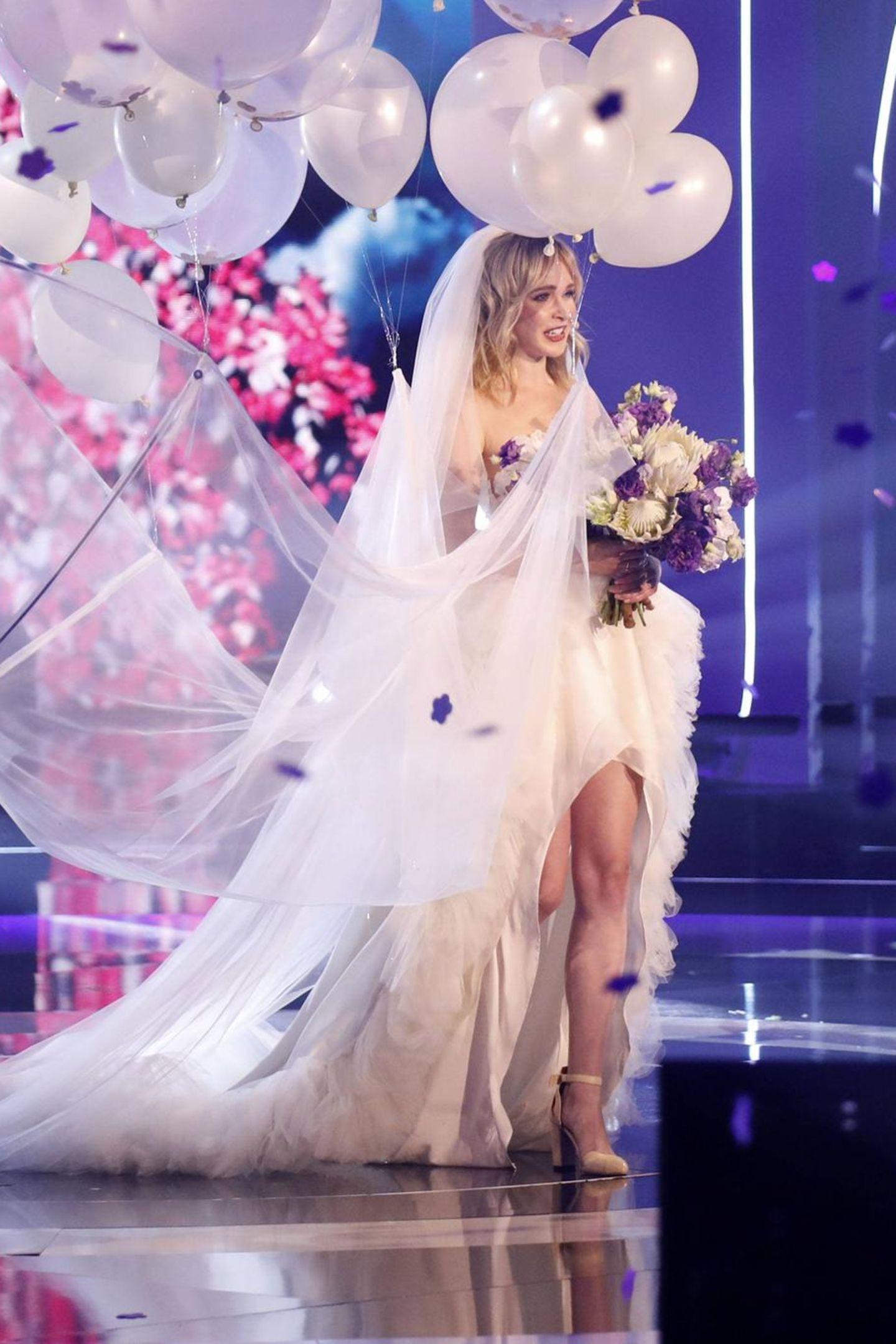 """Es war das Highlight des """"Germany's Next Topmodel"""" Finale 2019, Theresia Fischer hat in der Liveshow ihren Verlobten Thomas Behrend geheiratet. Zwei Jahre später ist die quirlige Hamburgerin noch immer in aller Munde."""
