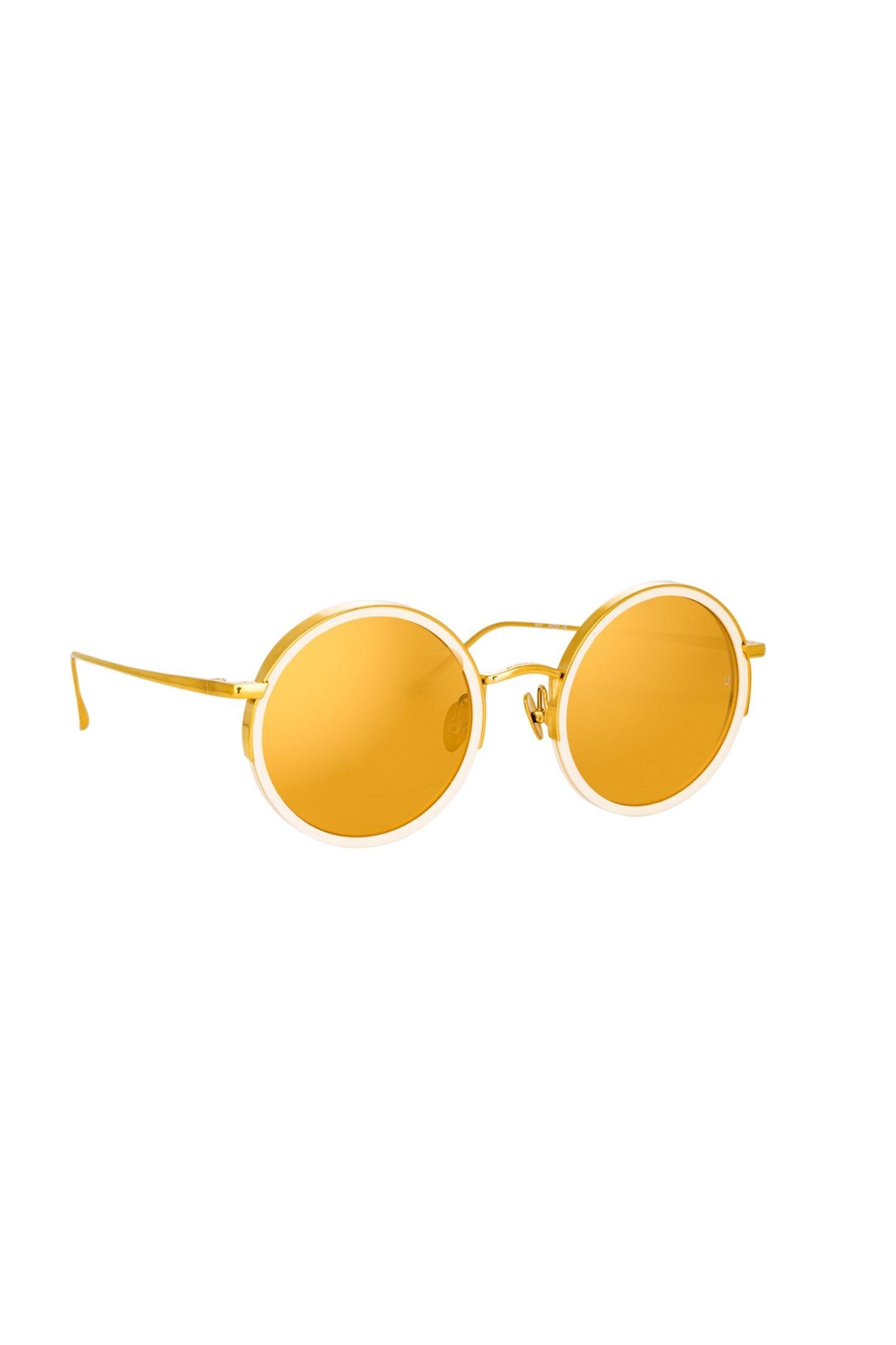 """Little Miss SunshineWenn schon Abstand und Maske, dann wenigstens luxuriös und mit farbenfrohem Durchblick. Sonnenbrille """"Watson"""" von Ralph & Russo x Linda Farrow, ca. 930 Euro"""