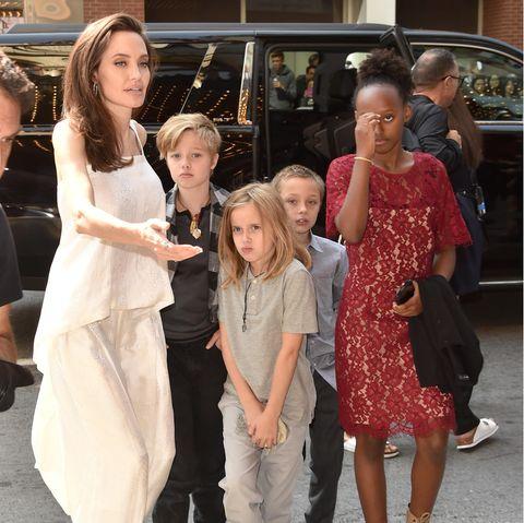 """Angelina Jolie und ihre Kinder 2017 beim """"Toronto International Film Festival"""". Privat-Aufnahmen sind hingegen eine absolute Rarität."""