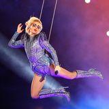 2017  Houston hatte beim 51. Super Bowlkein Problem, sondern eine Weltklasse-Performance von Lady Gaga im blau-lilafarbenen Glitzerlook.
