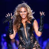 2013  Bei Beyoncés Halbzeit-Performance beim 47. Super Bowl inNew Orleanstrifft sexy Leder auf romantischen Spitze.