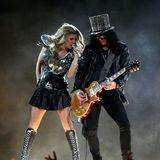 2011  Fergie von den Black Eyed Peas rockt zusammenSlash den 45. Super Bowl im Cowboys Stadion in Arlington, Texas. Schwarz und Silber passen da perfekt.