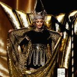 """2012  Nichts anderes als """"göttlich"""" und vor allen Dingen sehr opulent ist der schwarz-goldene Bühnenlook von Madonna bei ihrem Auftritt während derHalbzeitshow des 46. Super Bowl inIndianapolis."""