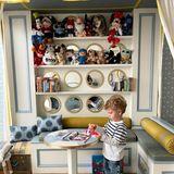 Die maßangefertigten Möbel bieten genug Raum für Unmengen an Spielzeug und Kuscheltieren.